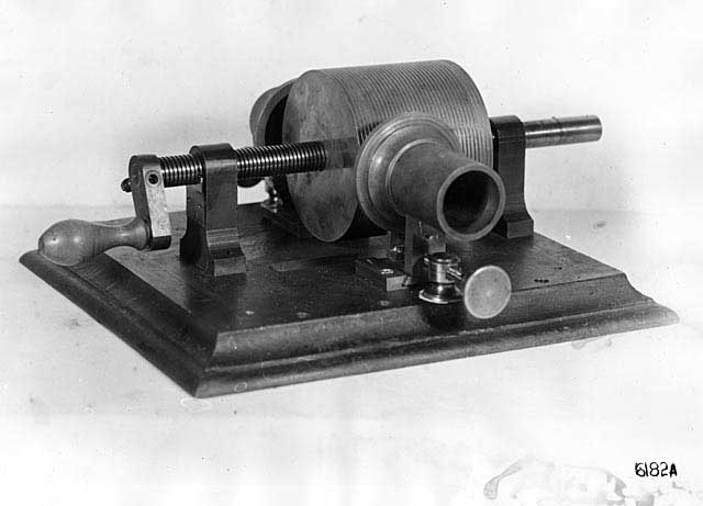 Original Edison tinfoil phonograph. (Photo courtesy of U.S. Department of the Interior, National Park Service, Edison National Historic Site.)